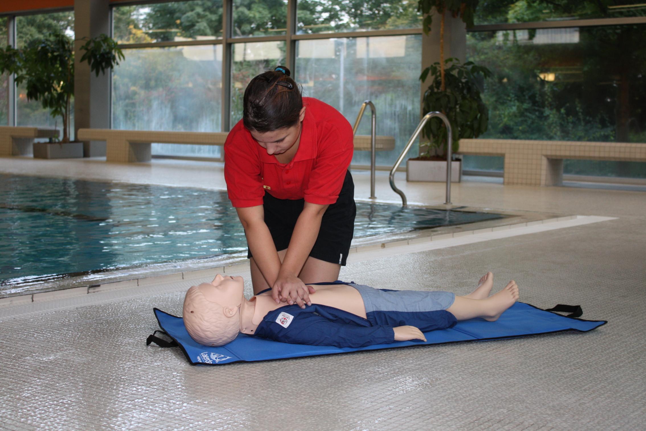 fuer mitglieder ausbildung rettungsschwimmen abzeichen